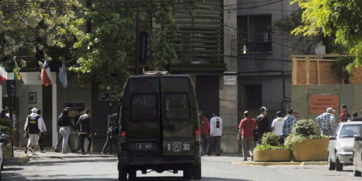 [FOTOS] Carabineros detuvo a hinchas de Colo Colo que pretendían llegar a San Carlos de Apoquindo