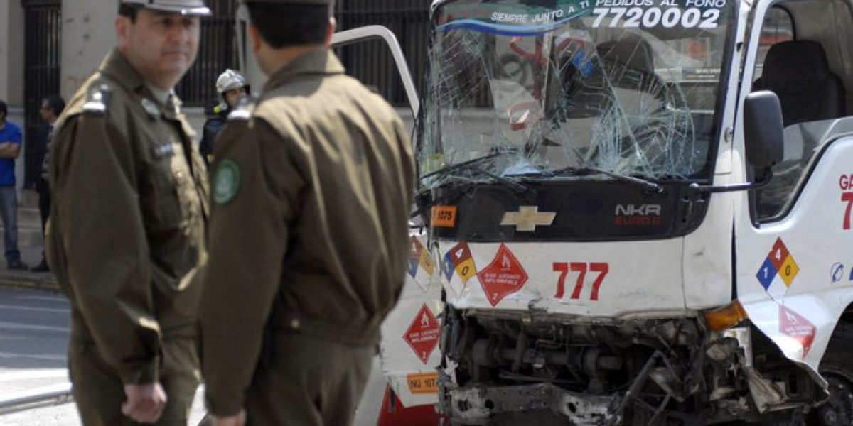 Camión atropella a peatones tras ser chocado por Transantiago: 2 muertos