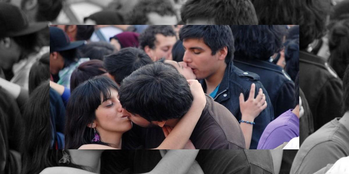 Explican por qué cerramos los ojos cuando besamos