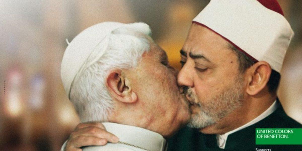 [FOTOS] La provocativa campaña que muestra a líderes mundiales besándose en la boca