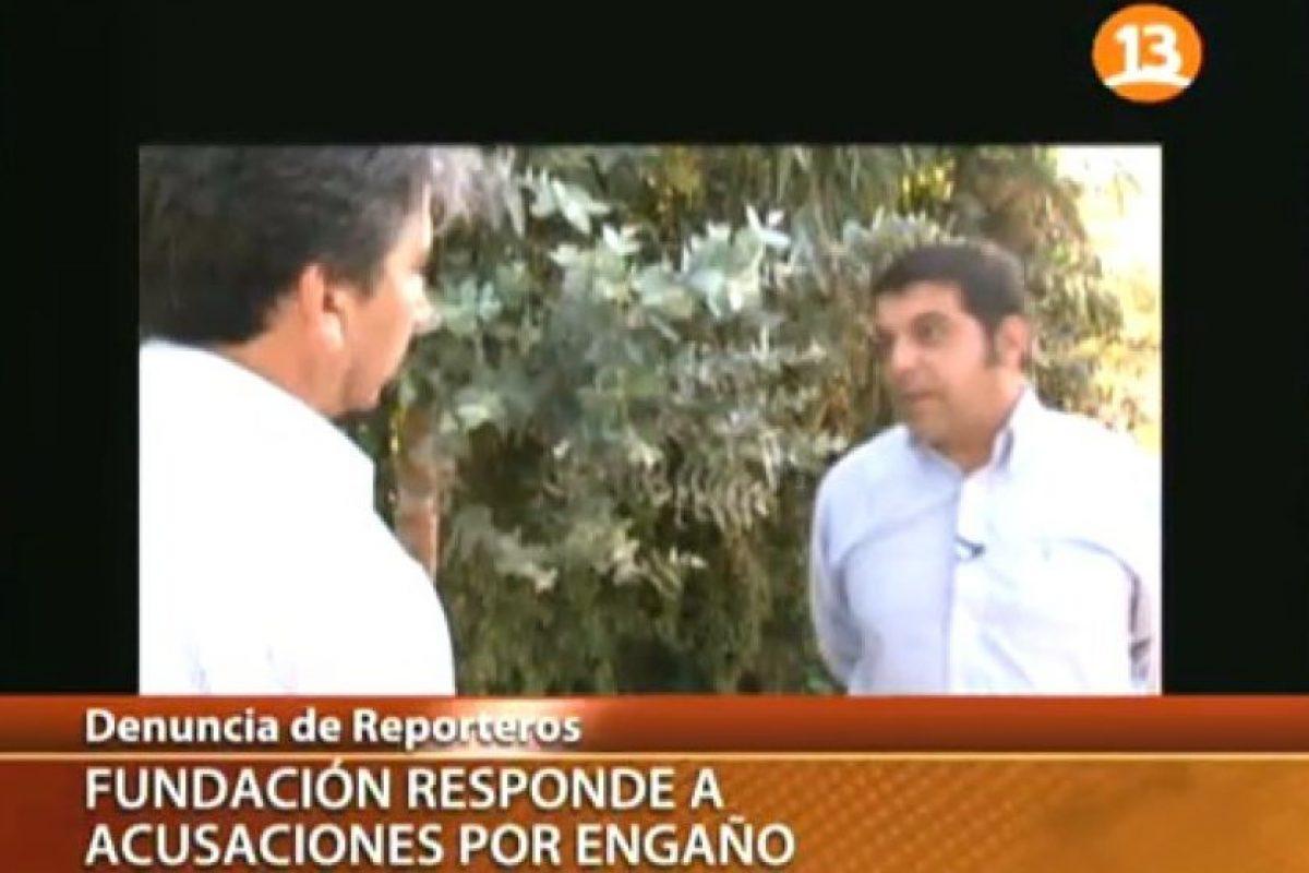 Emilio Sutherland, encara al acusado de recaudar millonarias sumas de dinero para una fundación fraudulenta. Foto:Reproducción Canal 13. Imagen Por: