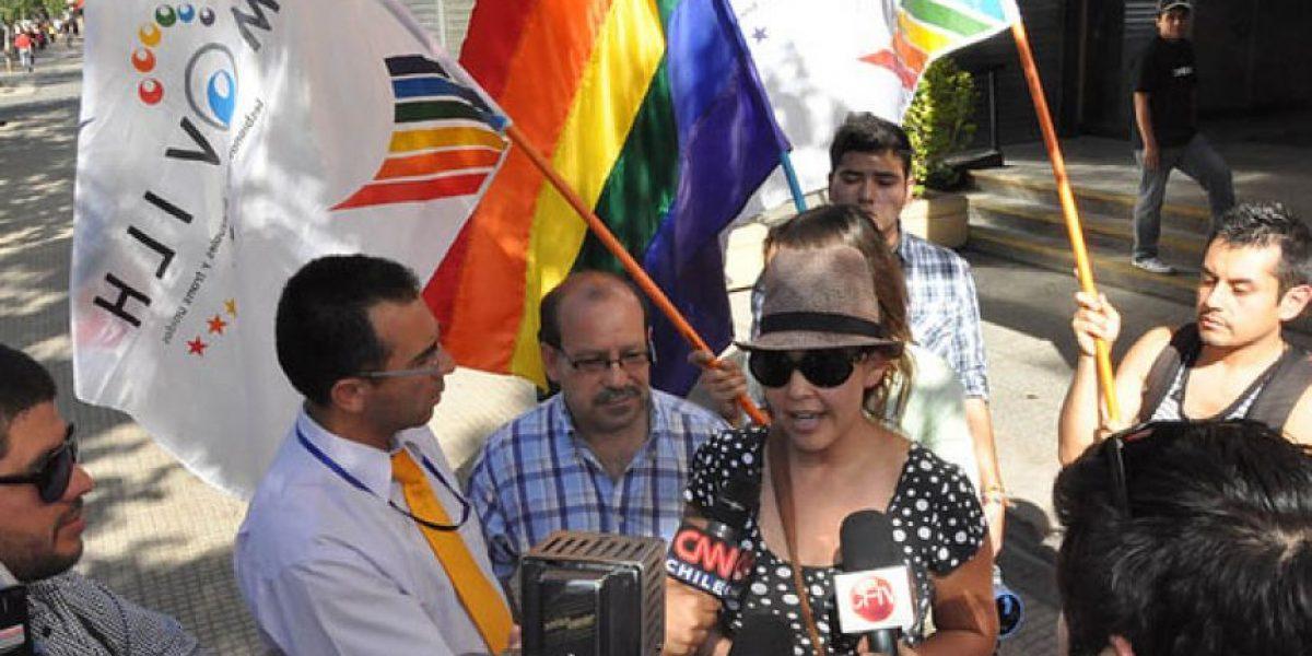 Local retira cartel homofóbico tras