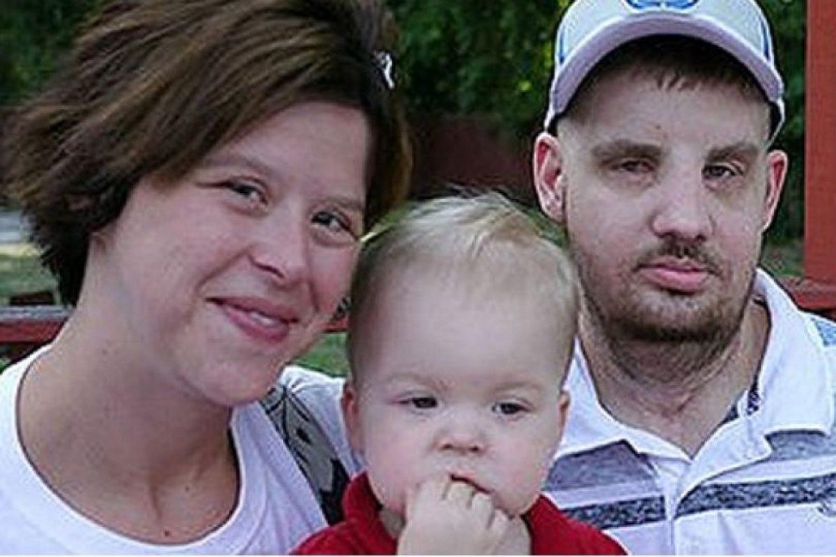 Mitch Hunter junto a su familia tras la operación Foto:BBC Mundo. Imagen Por: