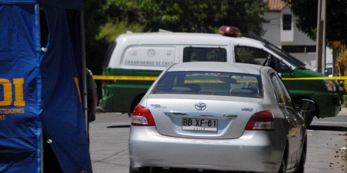 Mujer es encontrada muerta al interior de su auto en Las Condes