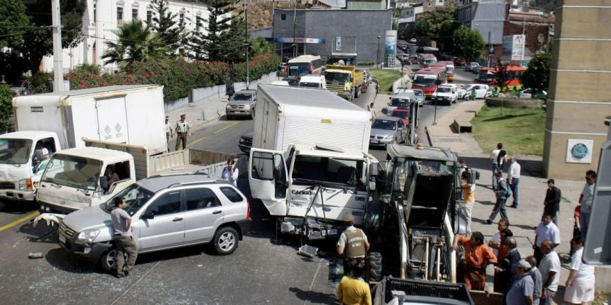 [FOTOS] Colisión múltiple deja lesionados de consideración en Valparaíso