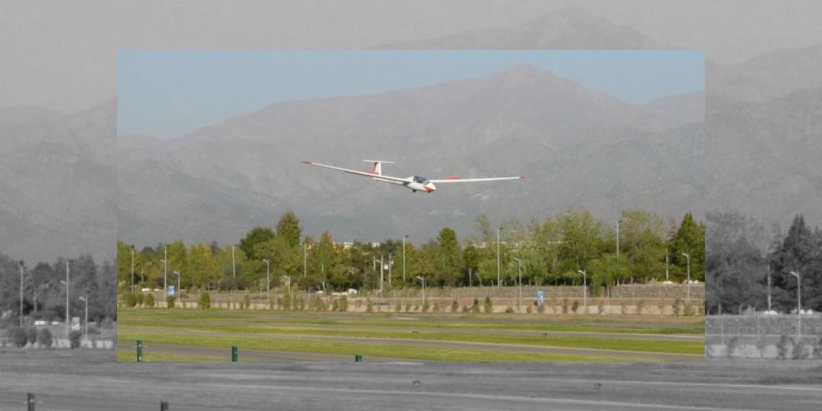 Mueren pilotos al estrellarse contra la ladera de un cerro en Colina