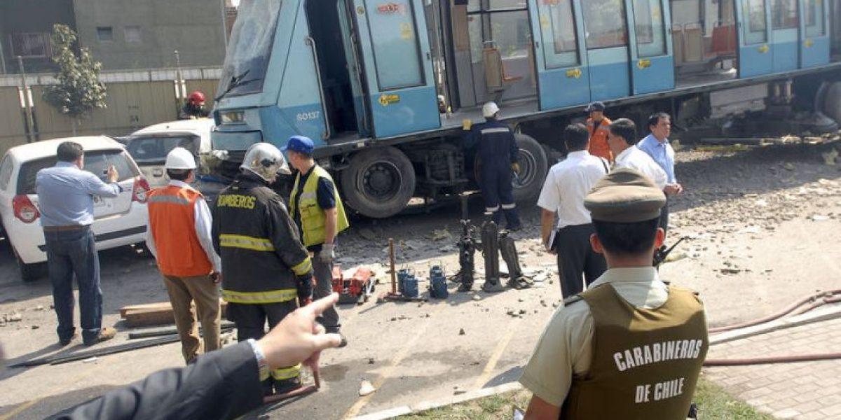 Vagón de metro impacta contra condominio mientras era testeado