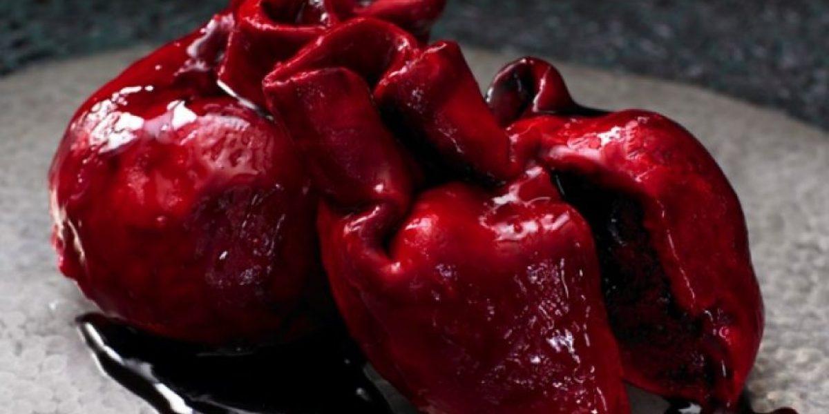 Extraña y tenebrosa torta es furor entre los ingleses para el Día de los Enamorados