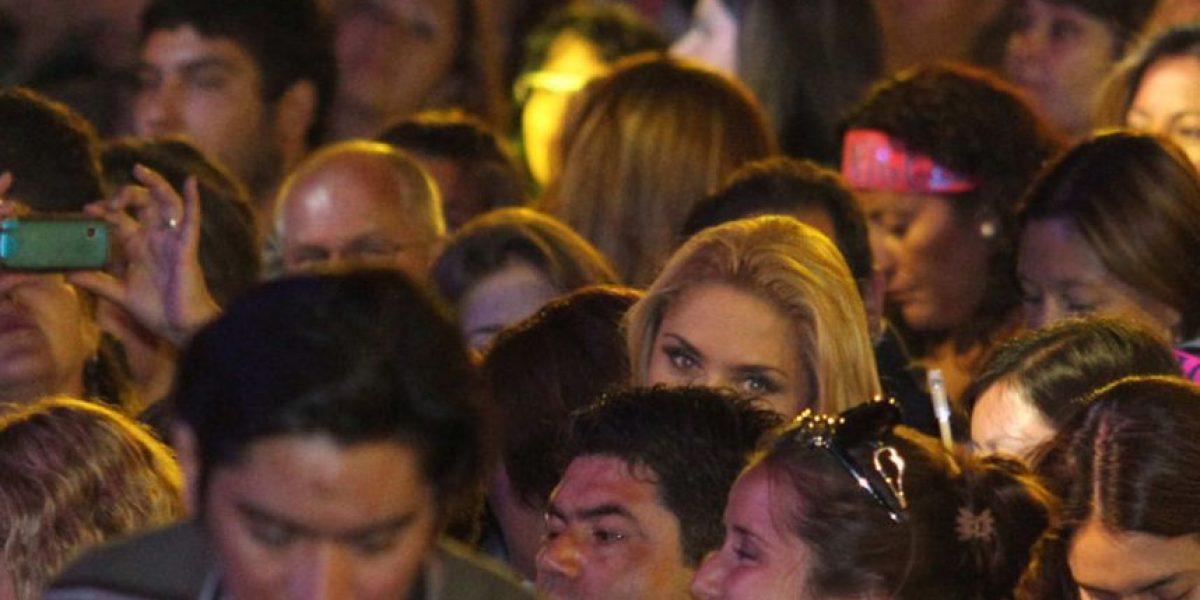[FOTOS] Kenita se arrepintió y aparece en medio del público para ver a Luis Miguel