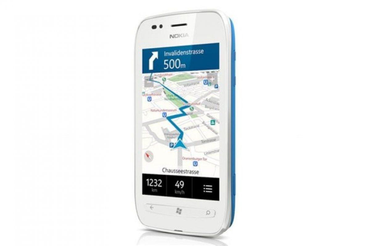 Nokia Lumia 710 permite acercar la experiencia Lumia a más personas en todo el mundo. Está diseñado para compartir de manera instantánea redes sociales e imágenes, junto con la mejor experiencia de navegación con IE9. Está disponible en diversas combinaciones de colores. Con la misma aceleración de procesador de 1,4 GHz de hardware, y un procesador gráfico como el del Nokia Lumia 800, el nuevoNokia Lumia 710 ofrece un alto rendimiento y la misma gran experiencia s a un precio asequible.. Imagen Por: