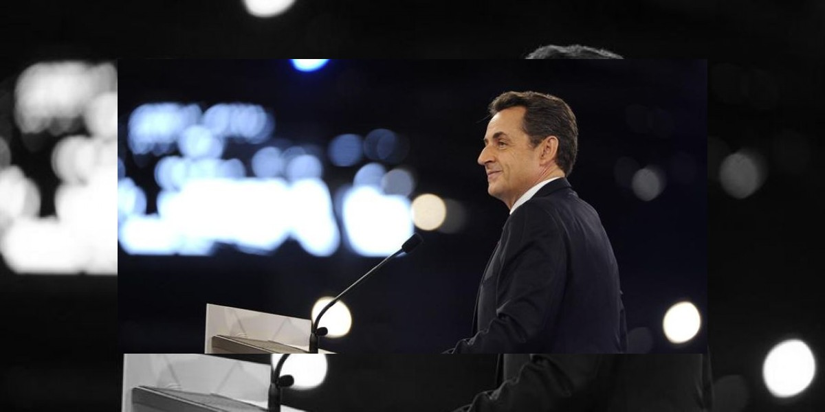 Sarkozy pide perdón por su hijo
