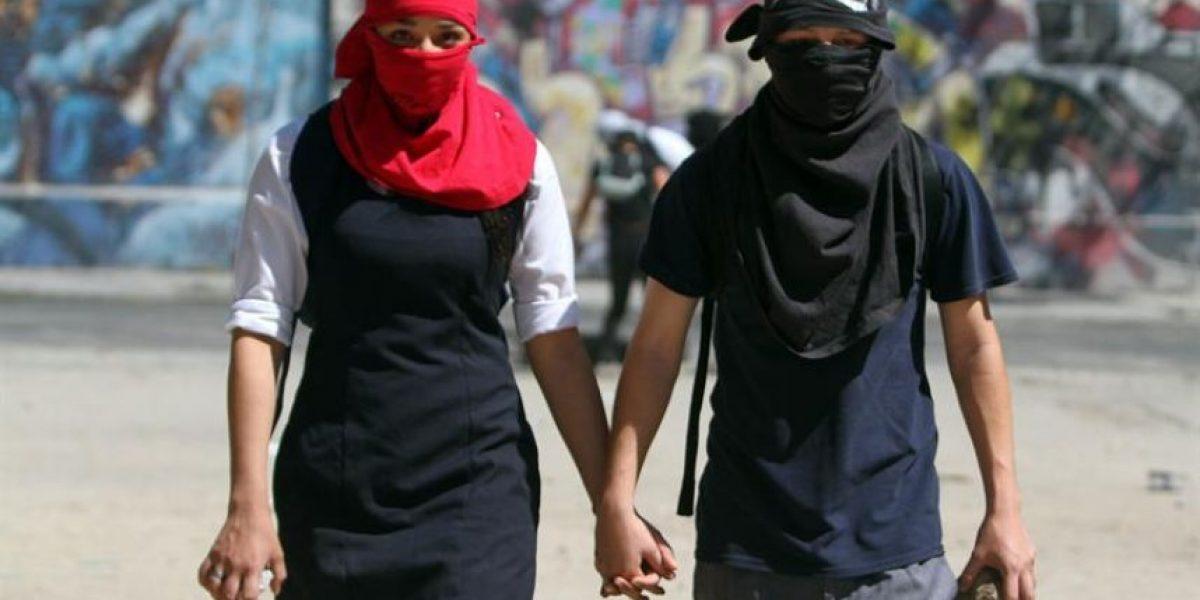 [FOTO] Agencia EFE logró esta llamativa imagen en la marcha de los secundarios