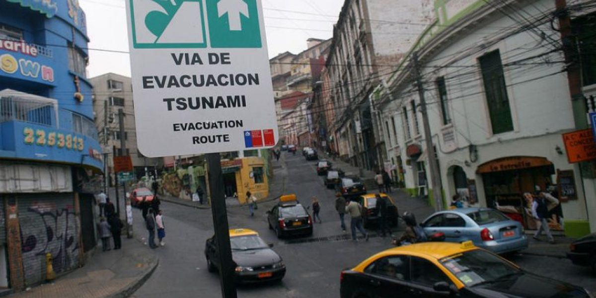 [FOTOS] Debuta en Valparaíso nueva señalética de evacuación para tsunamis