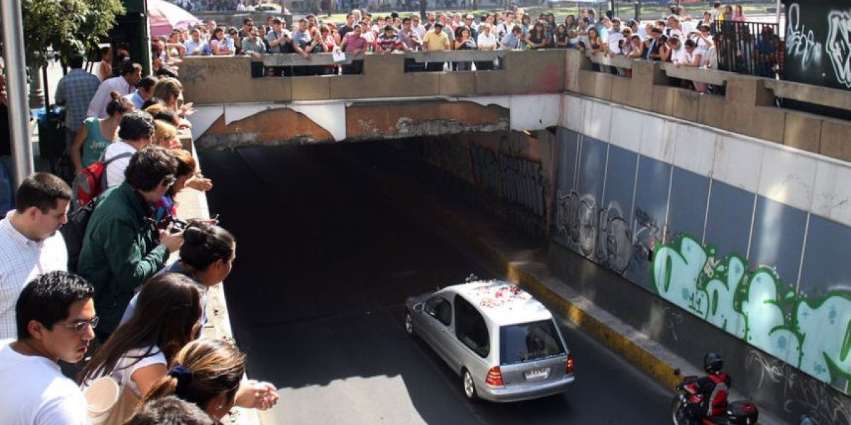 [FOTOS] Último adiós a Daniel Zamudio: Cortejo va rumbo al Cementerio General