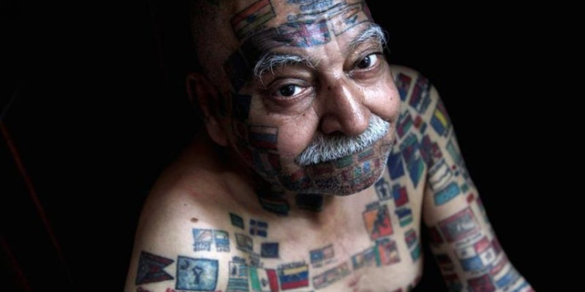 [FOTOS] Obtiene record por número de banderas tatuadas en su cuerpo