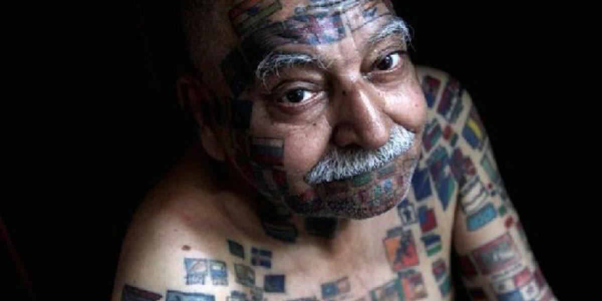 Obtiene el Guinness por el mayor números de banderas tatuadas en su cuerpo