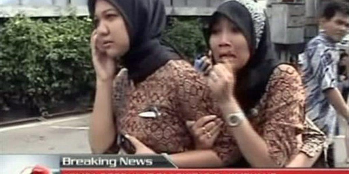 [FOTOS] Personas salen a la calle tras terremoto en Sumatra, Indonesia