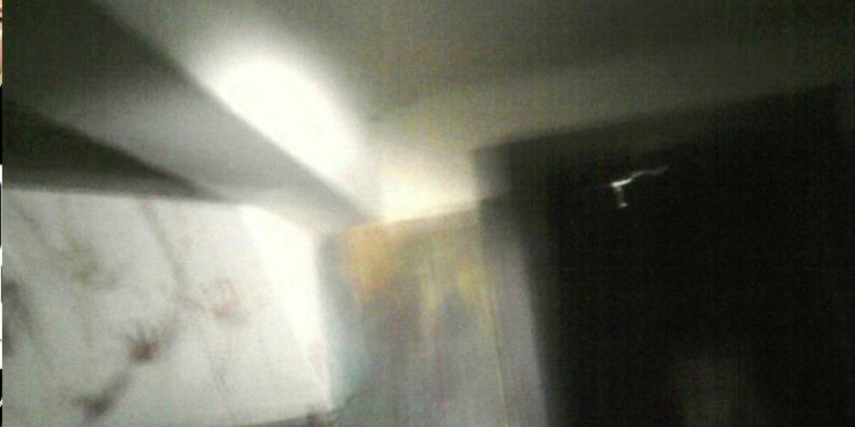 [FOTOS] Escalofriante: Captan extraña figura en casa embrujada de República