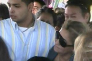 Horas después de obtener su libertad, la mujer presidió el funeral de su esposo, a quien ella misma mató. Foto:Captura Chilevisión. Imagen Por: