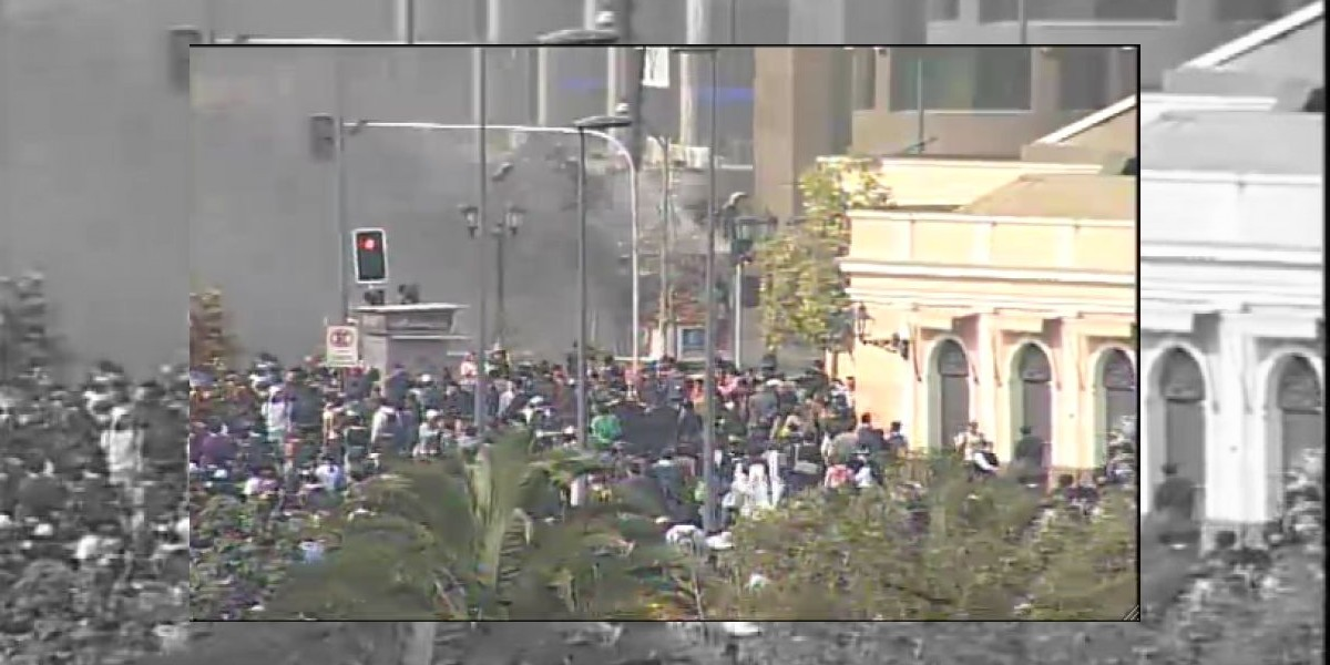 Marcha: Incidentes parten con fuego en caseta a un costado del Mercado Central
