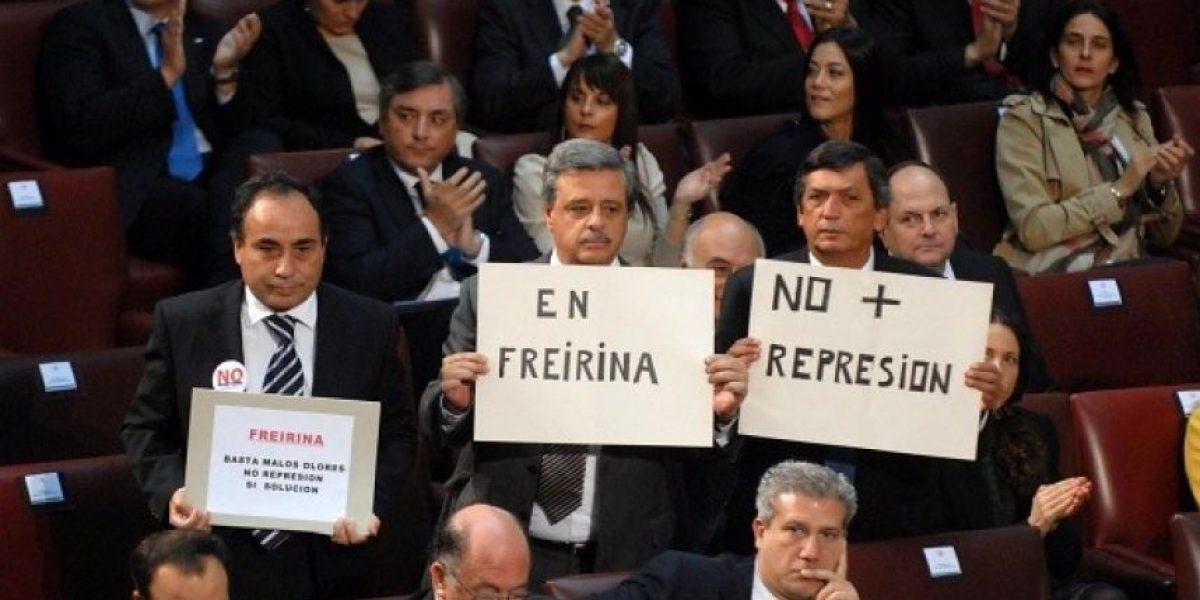 Parlamentarios se manifestaron con pancartas en el Congreso