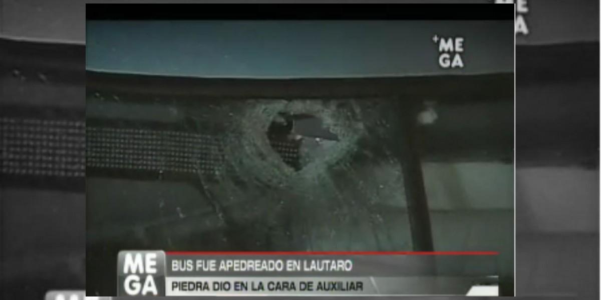 Desconocidos apedrean bus en el sector de Lautaro dejando al auxiliar herido