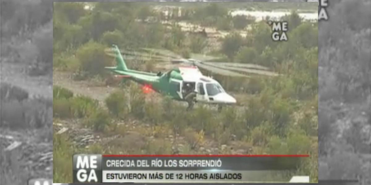 Tras 12 horas rescatan personas atrapadas tras crecida del Río Maipo