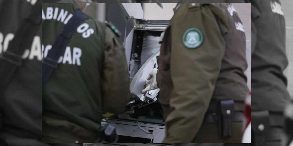 Investigan robo de cajero automático al interior de recinto militar en Peñalolén