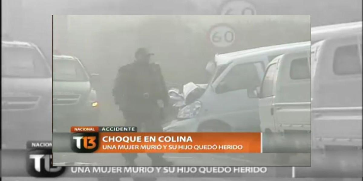 Joven madre muere en un choque entre bus y furgón en Colina