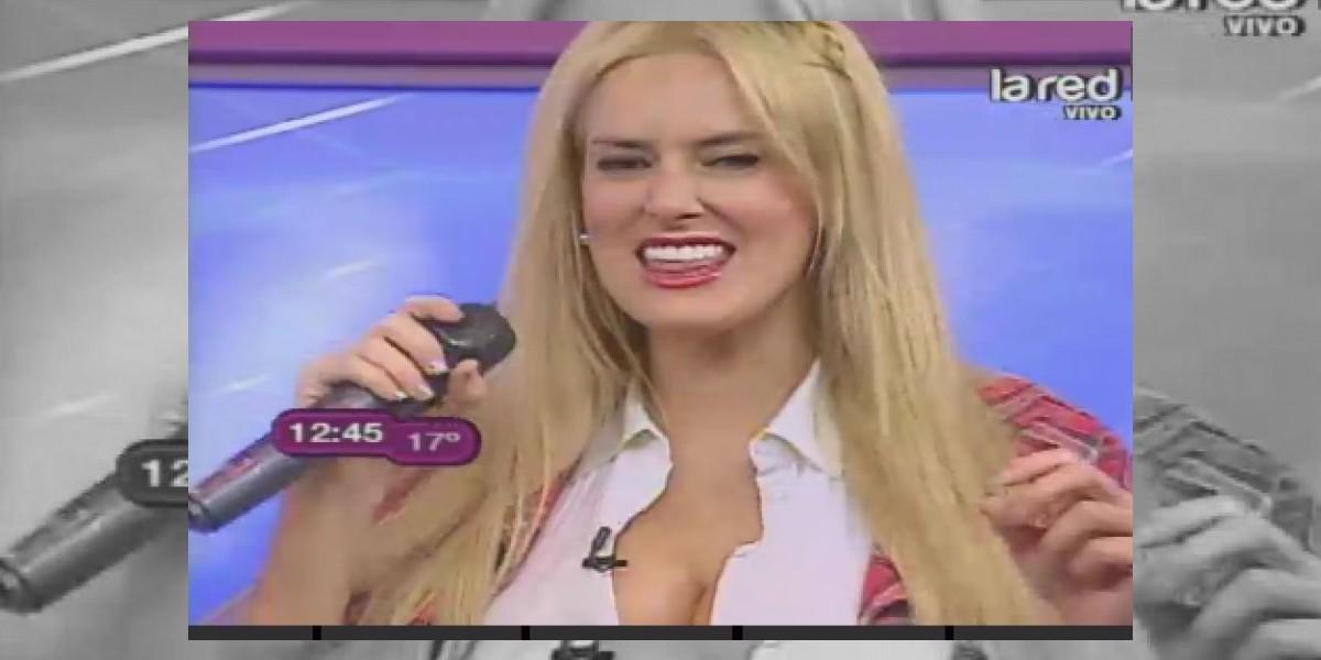 [VIDEO] Adriana Barrientos ahora se las da de cantante