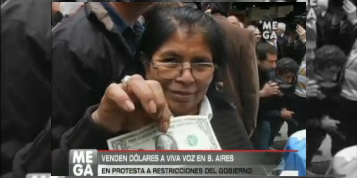 Argentina:Venden dólares a viva voz en plena vía pública