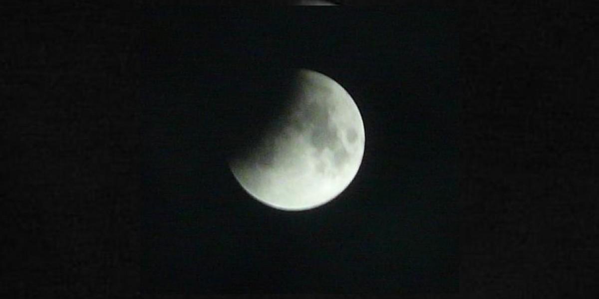 [VIDEO] Primer eclipse lunar de 2012 deslumbró el cielo chileno