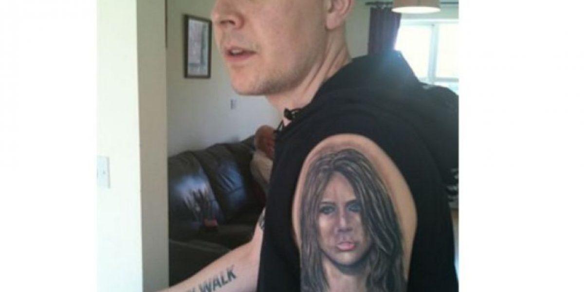 Este hombre luce sin complejos sus 15 tatuajes de Miley Cyrus
