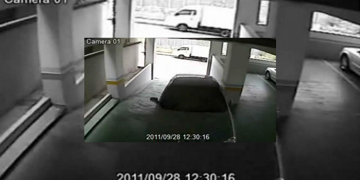 Imperdible: Cámaras evidencian el peligro de una mujer al volante