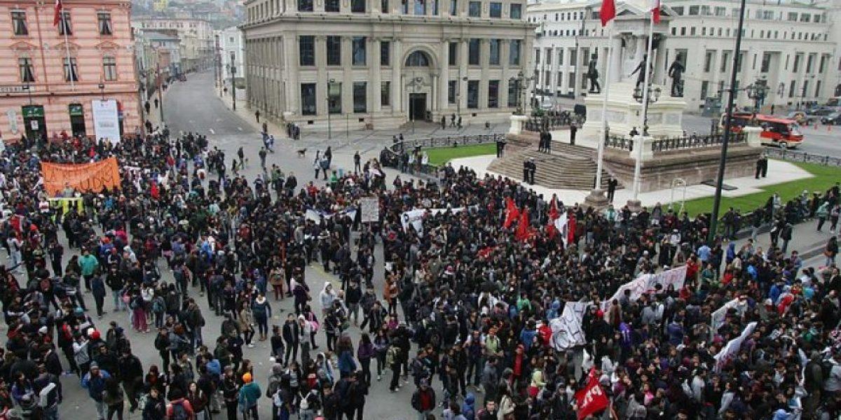 En absoluta calma se lleva a cabo la marcha por la educación en Valparaíso