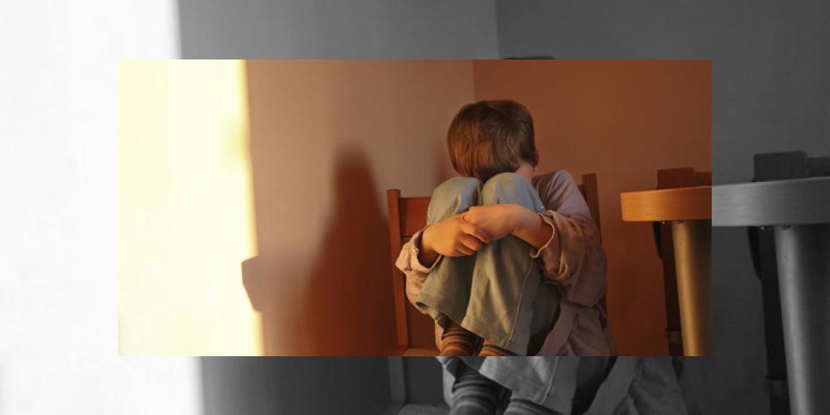 Sicopedagoga que abusaba a menor de 13 años asegura tener una relación amorosa con él