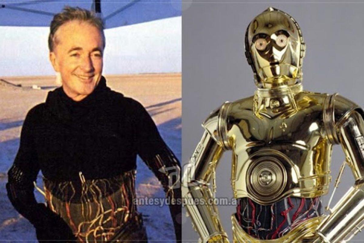 Anthony Daniels como el androide C-3PO.. Imagen Por: