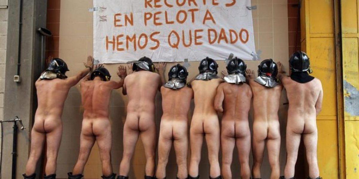 [FOTOS] Bomberos españoles se desnudan para protestar contra los recortes