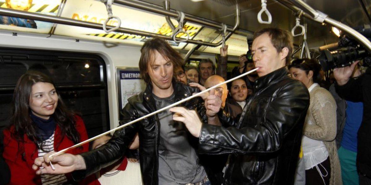 [FOTOS] Los Magic Twins sorprendieron con show en el metro