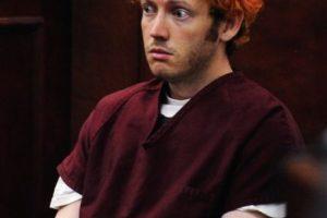 James Holmes , supuesto autor de la matanza de 12 personas en un cine de la ciudad de Aurora (Colorado), compareció por primera vez ante un tribunal para preparar su caso y a la espera de que se presenten la semana que viene los cargos en su contra. Con aspecto decaído, los ojos entreabiertos, triste y el pelo teñido de rojo, Holmes , de 24 años, se mostró ajeno a lo que sucedía en la sala del tribunal, junto con su defensora asignada de oficio.. Imagen Por: