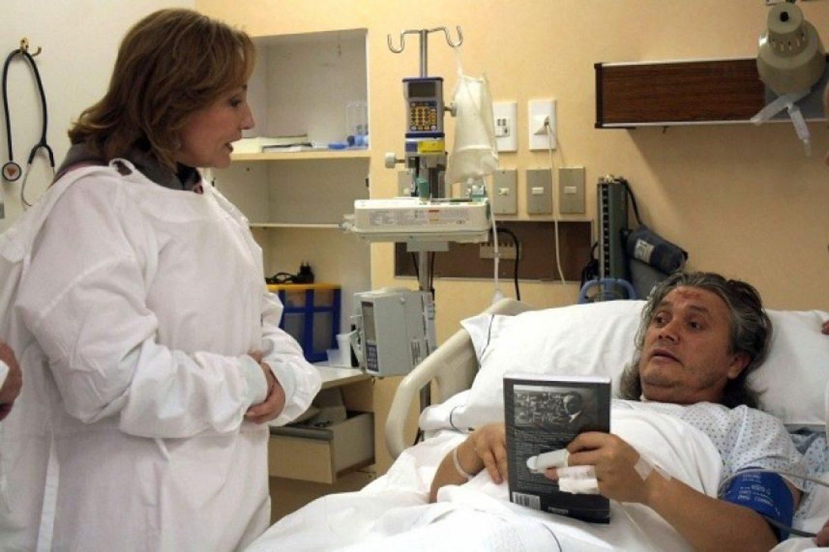Hasta la Clínica del Sur llegó la Primera Dama Cecilia Morel, para visitar en su lecho de enfermo al senador Alejandro Navarro, quien estuvo acompañado por su señora Ana Garcia. Foto:Agencia Uno. Imagen Por: