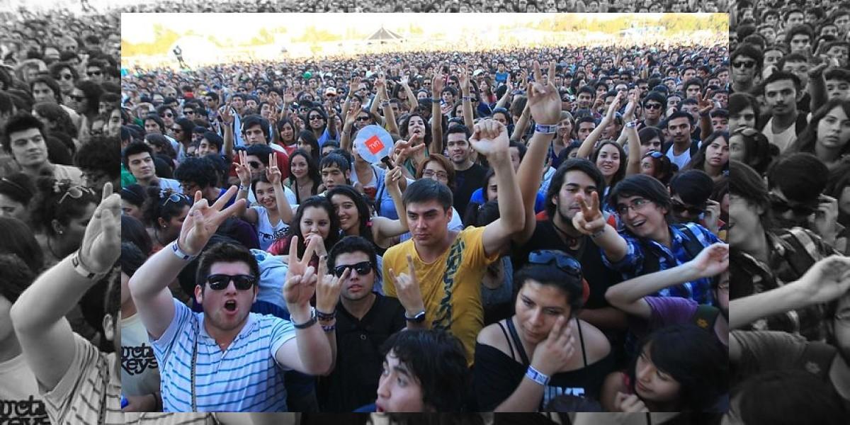 Hombres, solteros, entre 15 a 24 años y con trabajo son los más felices en Chile