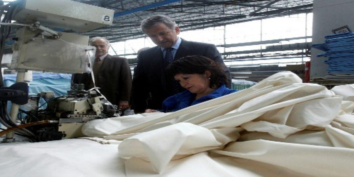 Ministro Larraín destaca cifras de empleo y alerta sobre desaceleración económica
