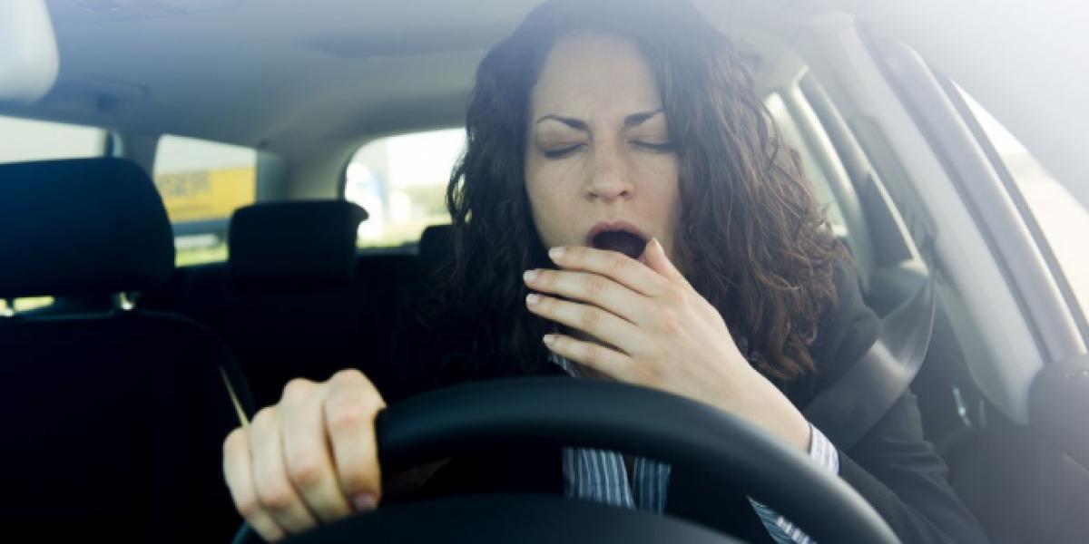 Cómo evitar el sueño mientras conduces