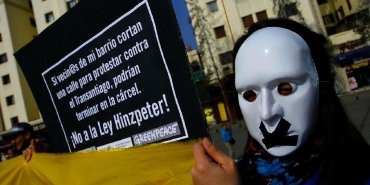 [FOTOS] Con máscaras y cinta adhesiva en la boca se manifiestan contra
