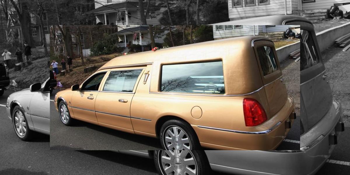 Inusual matrimonio: Pareja utiliza seis vehículos de funeraria para su boda