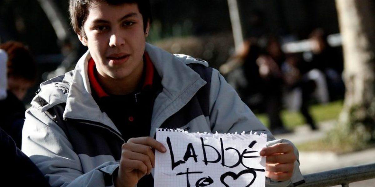 Con irónico cartel estudiantes del Lastarria protestan contra Labbé