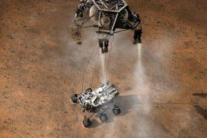 Con alegría, aplausos y abrazos de emoción, la Nasa confirmó a las 01:35 de la madrugada que el Curiosity, el vehículo robótico más complejo que ha sido lanzado al espacio, tocó suelo marciano. Tres minutos después el robot cumplió su primera prueba al enviar la primera imagen que confirmaba el arribo al suelo de Marte.. Imagen Por: