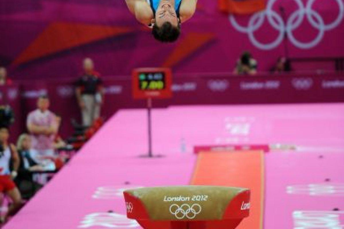 El gimnasta chileno Tomás González finalizó este lunes en el cuarto lugar la final de salto de los Juegos Olímpicos de Londres 2012, con un promedio de 16.183 puntos. Este martes podrán leer las reacciones a este logro y lo que viene para el deportista nacional.. Imagen Por: