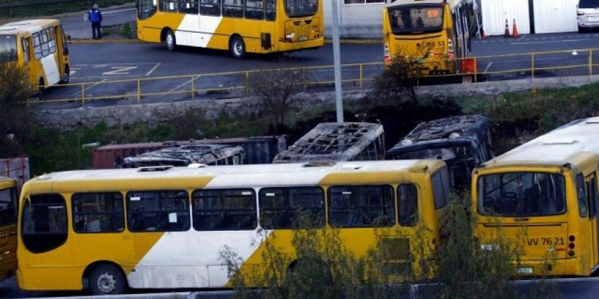 [FOTOS] Así quedaron 4 buses del Transantiago quemados en extrañas circunstancias